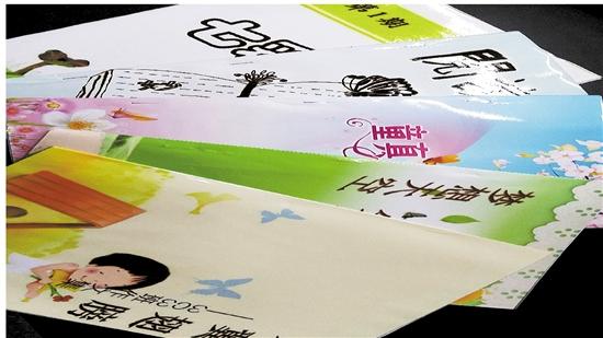 学生把自己看过的书拿出来交易,制作宣传海报或者阅读手抄报,介绍主要